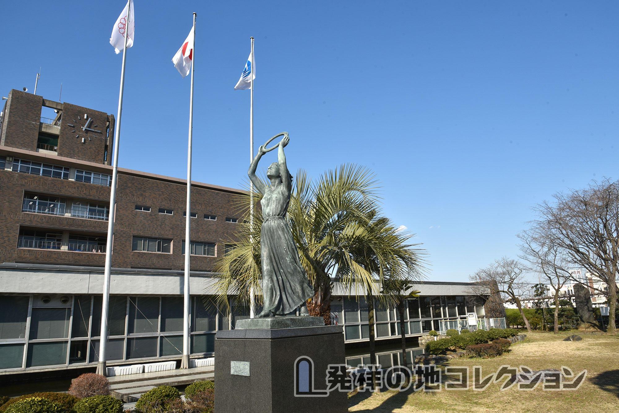 越ヶ谷市役所 南東側 文華像